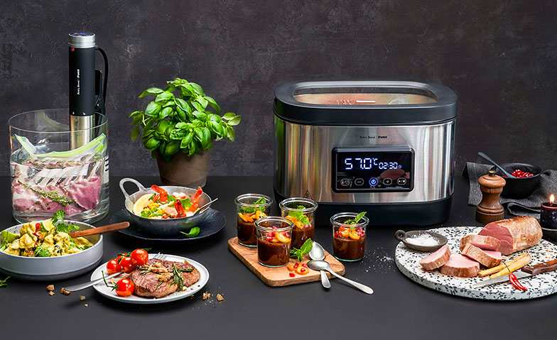 Sous-Vide-Garer «Compact» (links) und «All in one»: Perfekt gegartes Fleisch wie im Sternerestaurant.