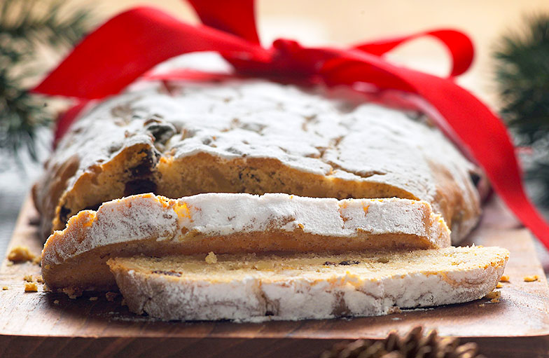 L'orange est indissociable des pâtisseries de Noël: exemple, le christstollen.