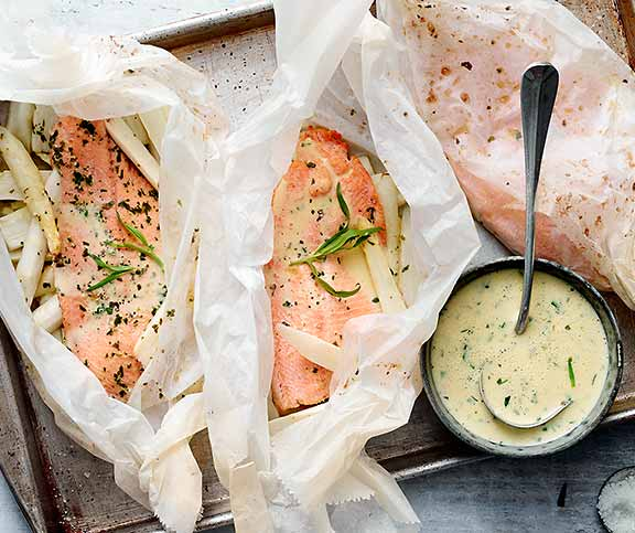 Papillotes de poisson et asperges betty bossi - Comment cuisiner les asperges blanches ...